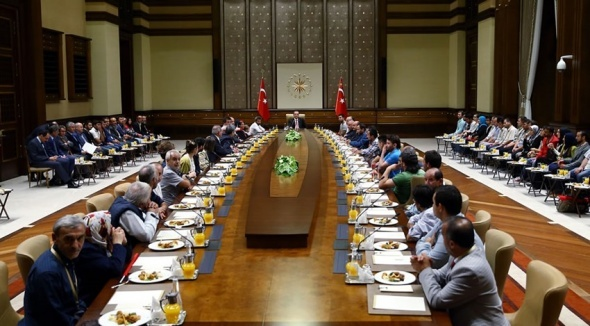 Erdoğan, 16 Türk işçiyi ve ailelerini ağırladı