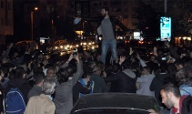 Ankara'daki patlamaya tepki gösteren grup polise saldırdı