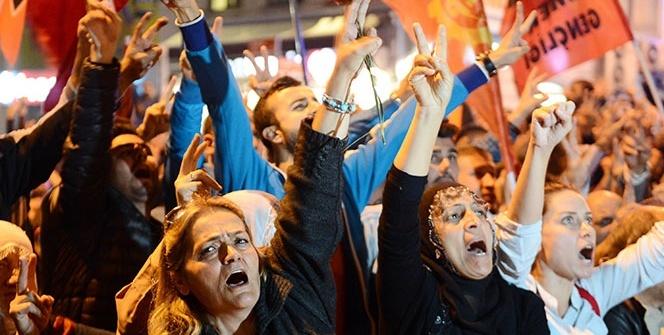Taksim'de bombalı saldırı protestosu