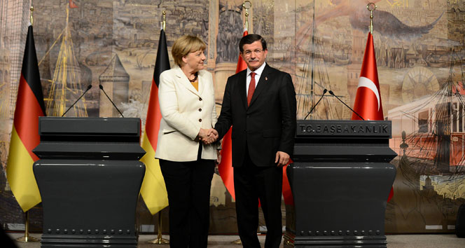 Davuto�lu ve Merkel'den �nemli a��klamalar