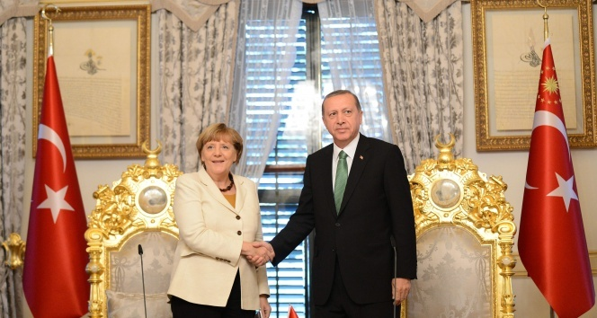 Erdo�an ile g�r��en Merkel: '�ok faydal� ge�ti'