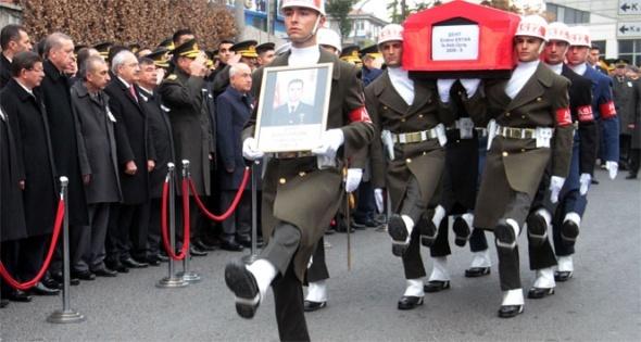 Devletin zirvesi şehit astsubayın cenaze törenine katıldı
