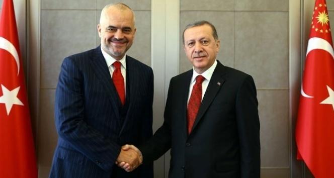 Arnavutluk Başbakanı Edi Rama ile ilgili görsel sonucu