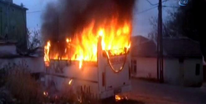 Başkent'te minibüs alev alev yandı