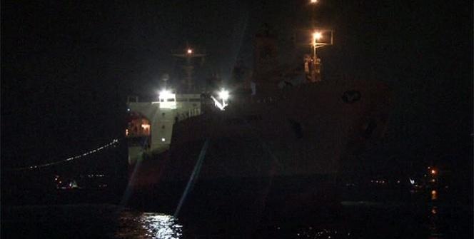 Karaya oturan kuru yük gemisi kendi imkânlarıyla kurtuldu