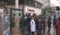 Cumhuriyet Gazetesi önünde tutuklu gazeteciler için protesto