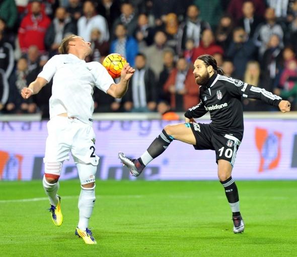 Beşiktaş evinde yaralı