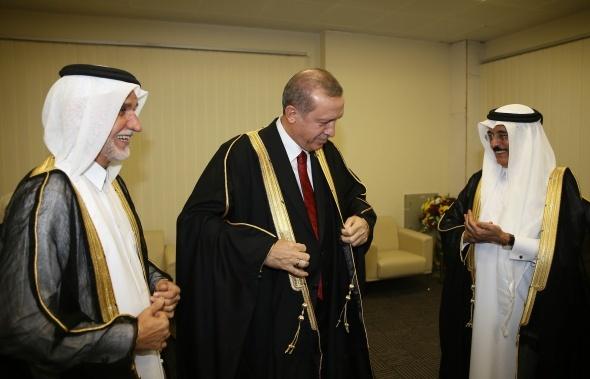 Erdoğan'a Katar'da fahri doktora unvanı verildi