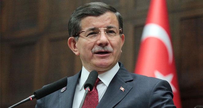 Başbakan Davutoğlu, Suriyelilere evini açan yaşlı amcayı telefonla aradı