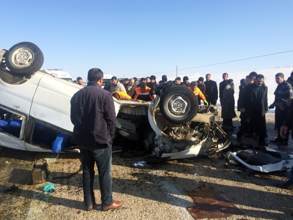 Öğrencileri taşıyan minibüs, kamyonetle çarpıştı: 11 ölü