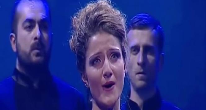 Ses yarışmasında şarkı söyledi hapisten kurtuldu!