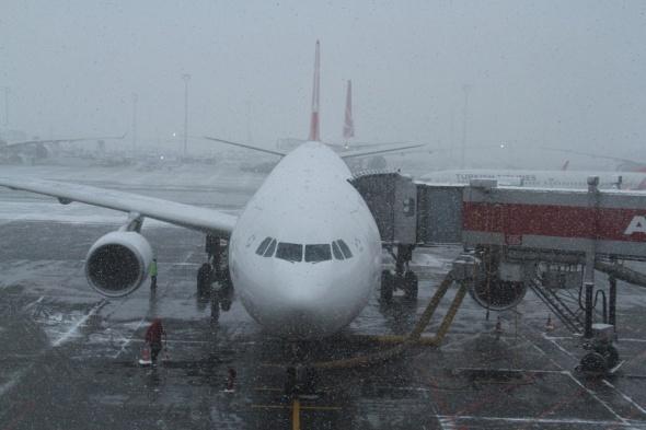 Kar hava trafiğini olumsuz etkiledi! 221 sefer iptal