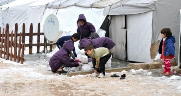 Çadır kentin çocuklarının kar sevinci
