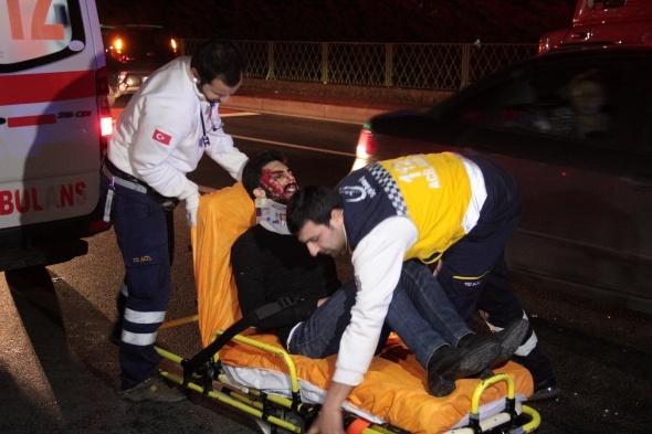 Şişli'de iki araç kafa kafaya çarpıştı: 7 yaralı
