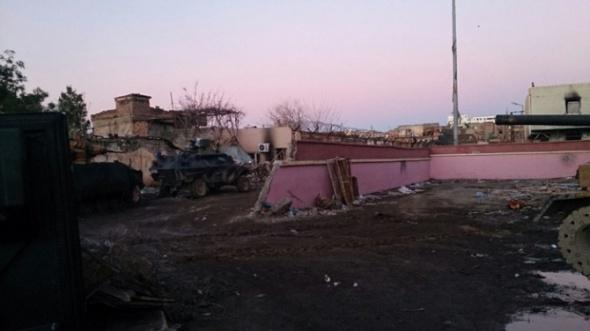 Teröristler Sur'u harabeye çevirdi