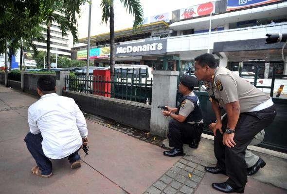 Endonezya'da intihar saldırıları: 6 ölü