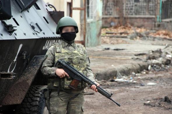 Sur'da kadın askerler PKK'ya göz açtırmıyor