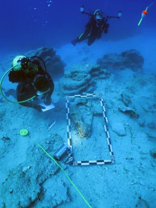 Su altında 4 bin yıllık ticaret gemisindeki bulgulara ulaşıldı