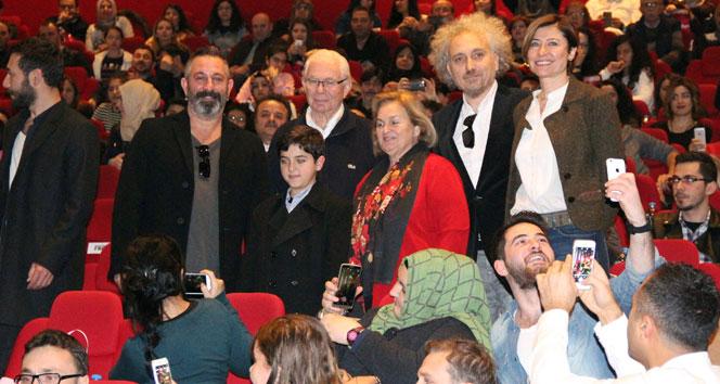 Cem Yılmaz yeni filmini Konyalılarla izledi