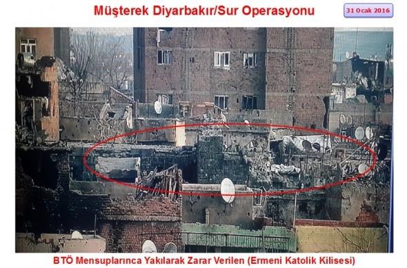 PKK'lı teröristler Sur'da kiliseleri yakıp yıktı