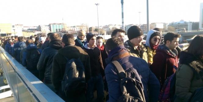 Okullar açıldı, İstanbul güne trafikle uyandı