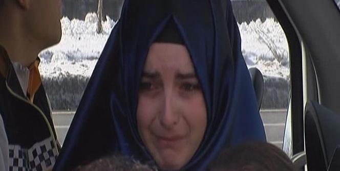 Kaza yapan kadın sürücü gözyaşlarına boğuldu