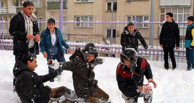 Kış geldi! Okullar tatil edildi