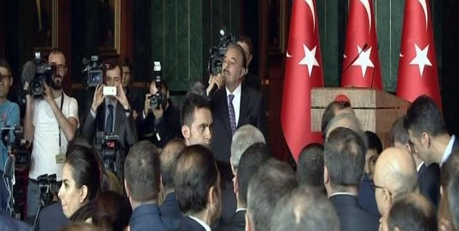 Ferdi Tayfur Cumhurbaşkanlığı Külliyesi'nde şarkı söyledi