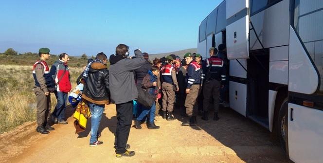 50 Suriyeliyi Yunanistan diye Balıkesir'e bıraktılar