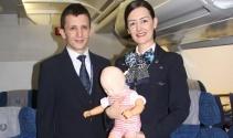 THY kabin ekibi bir çocuğun hayatını kurtardı
