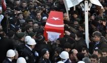 Şehit özel harekat polisini 10 bin kişi uğurladı