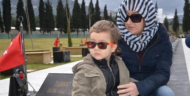 Küçük Selim, maden şehitliğine 'bayraklı tarla' dedi