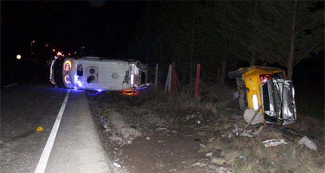 Ambulansla taksi çarpıştı; 1 ölü, 4 yaralı