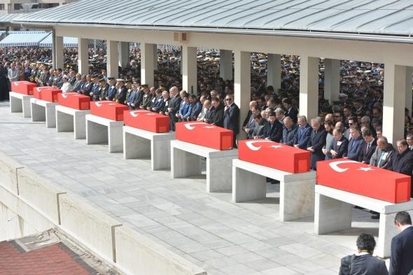 Şehitler için Kocatepe Camii'nde cenaze namazı kılındı