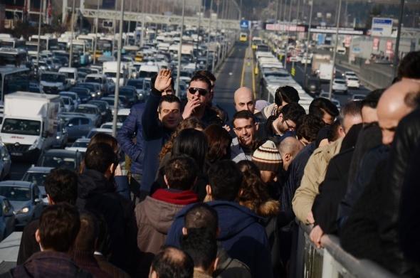 Felç olan E-5 trafiği vatandaşları çileden çıkardı
