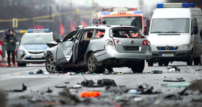 Berlinde bomba yüklü araç patladı