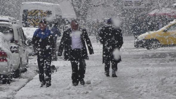 Yurdun bazı bölümlerinde kar etkili oldu