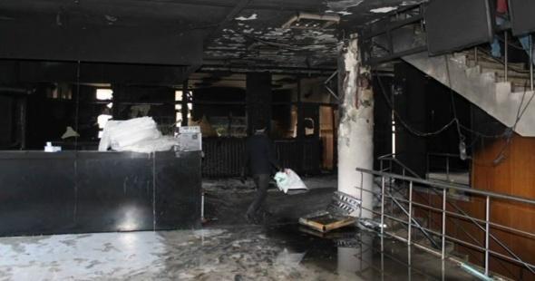 Teröristler kütüphaneyi bile yaktı!