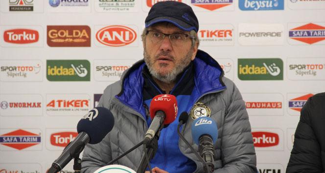 Osmanlıspor Teknik Direktörü Mustafa Reşit Akçay, istifa etti