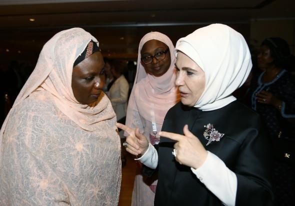 Emine Erdoğan konuklarıyla yakından ilgilendi