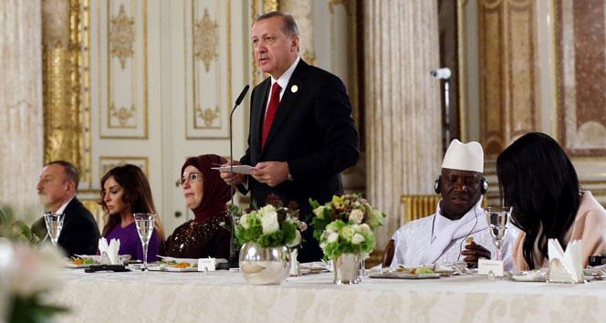 Zirveye katılan liderler onuruna Dolmabahçede yemek
