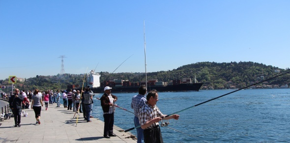 Termometreler 29 dereceyi gösterdi, İstanbullular sahillere akın etti