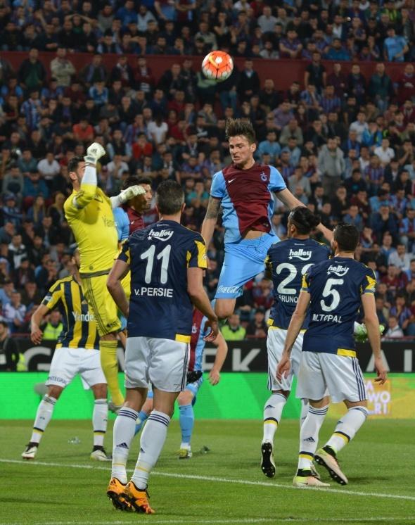 Trabzonspor - Fenerbahçe maçı tatil edildi