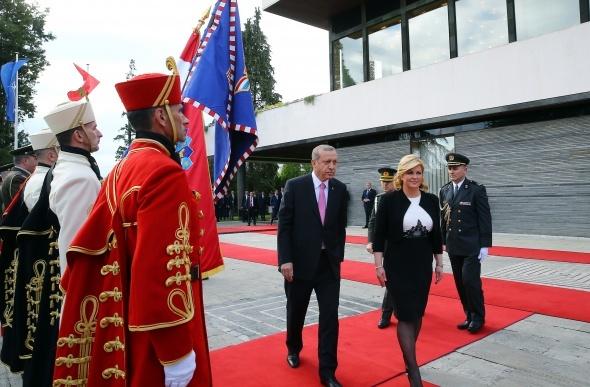 Erdoğan, Hırvatistan'da resmi törenle karşılandı