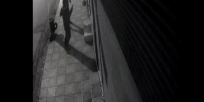 İş yeri camını kıran hırsızlar cep telefonu çaldı