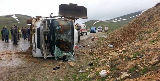 Erzurum'da yolcu midibüsü devrildi: 25 yaralı