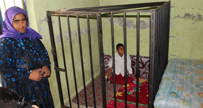 Kafese konulan çocuğun dramı yürek burktu