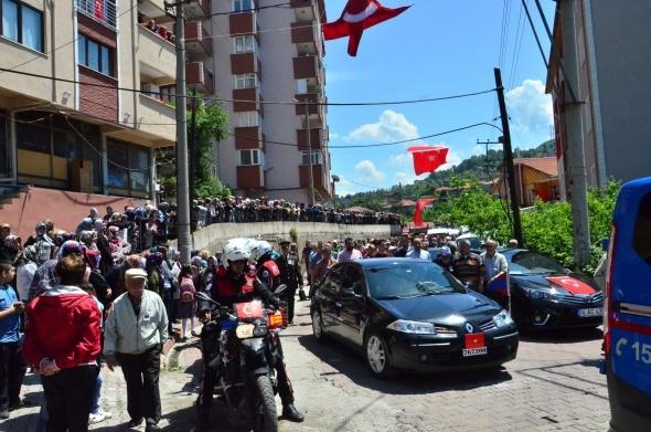 Şehit Tunahan Kartal'ı binler uğurladı