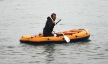 Denize atlayan kadını polis kurtardı