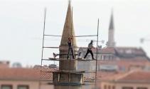 Minarede tehlikeye meydan okuyorlar
